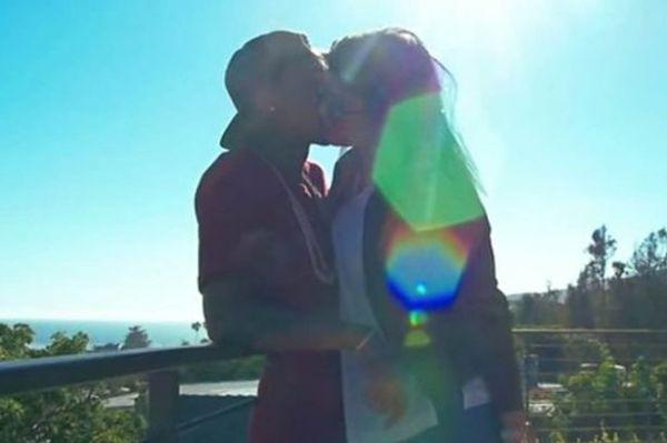 Kylie-Jenner-and-Tyga-make-out-in-his-new-vid